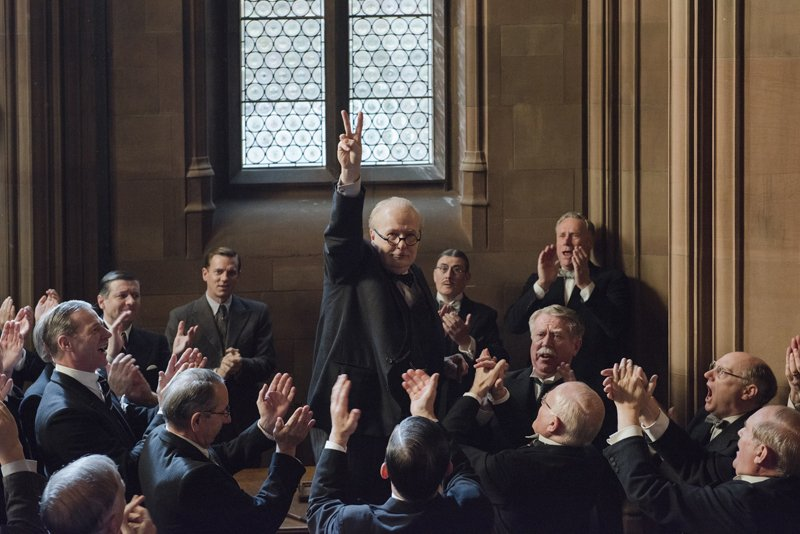 Gary Oldman nie do poznania jako Churchill. Zwiastun filmu Darkest Hour