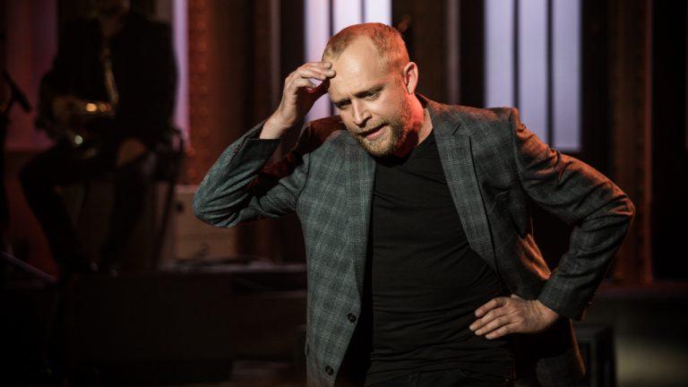 Piotr Adamczyk na planie serialu Imię róży. Zobacz zdjęcie