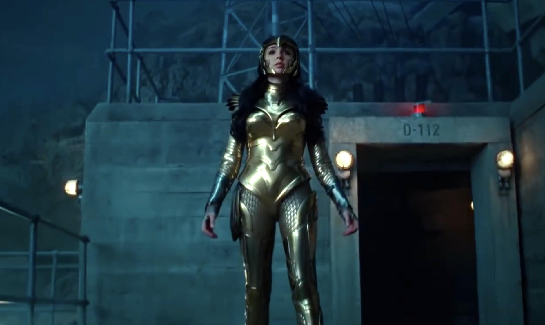Wonder Woman 1984 - Gal Gadot w złotej zbroi na okładce. Nowe zdjęcia z filmu