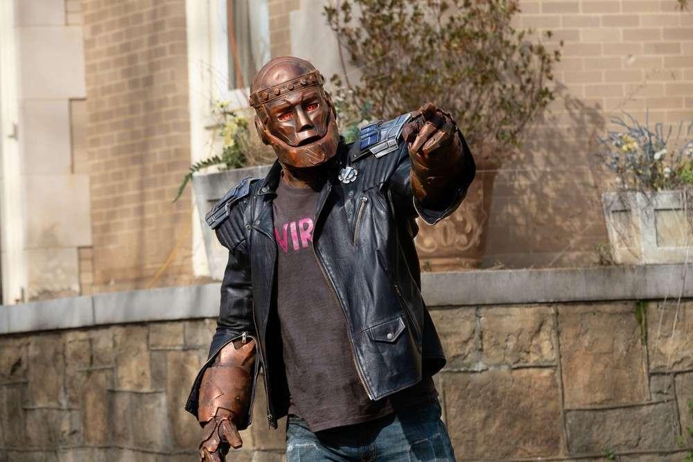 Doom Patrol - zdjęcia z 2. sezonu. Nowy złoczyńcą jeździ na... wrotkach