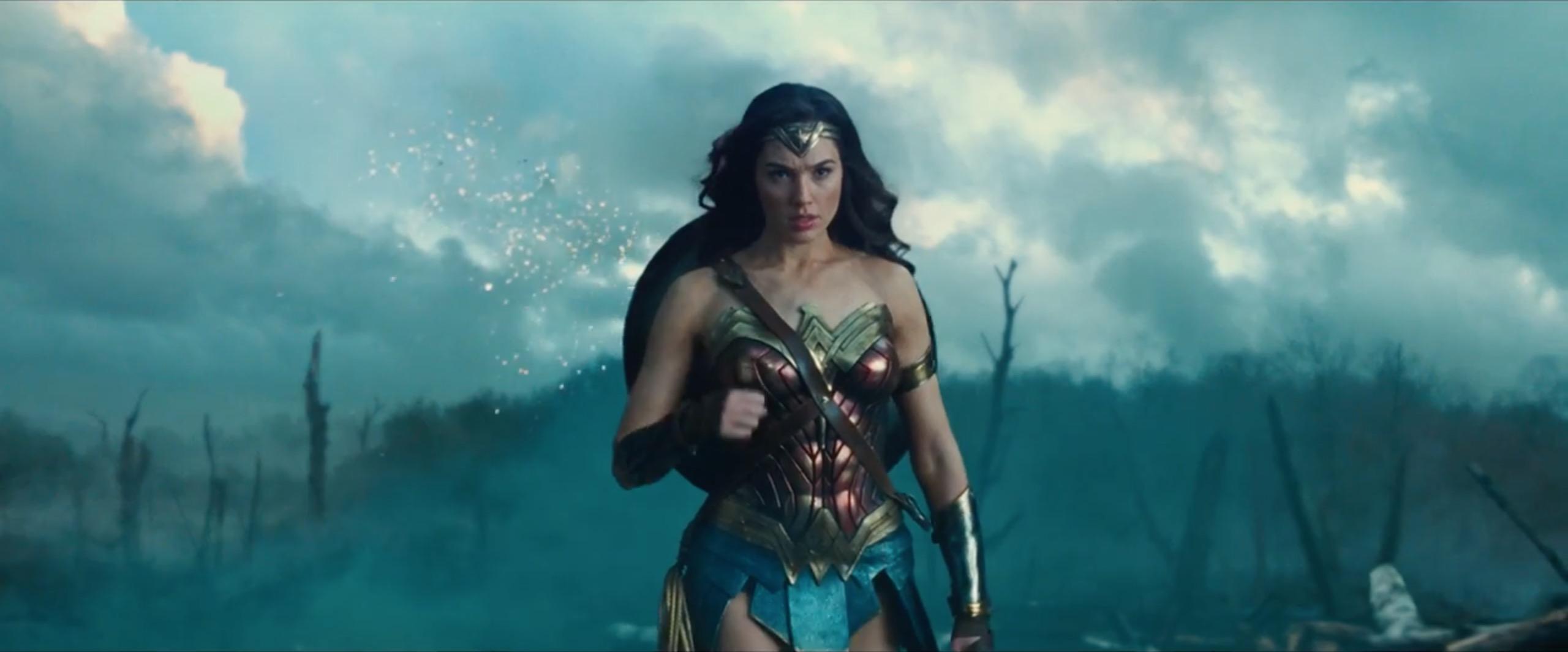 Wonder Woman i odcięte głowy na niewykorzystanym zdjęciu. Pierwotnie film miał być znacznie mroczniejszy