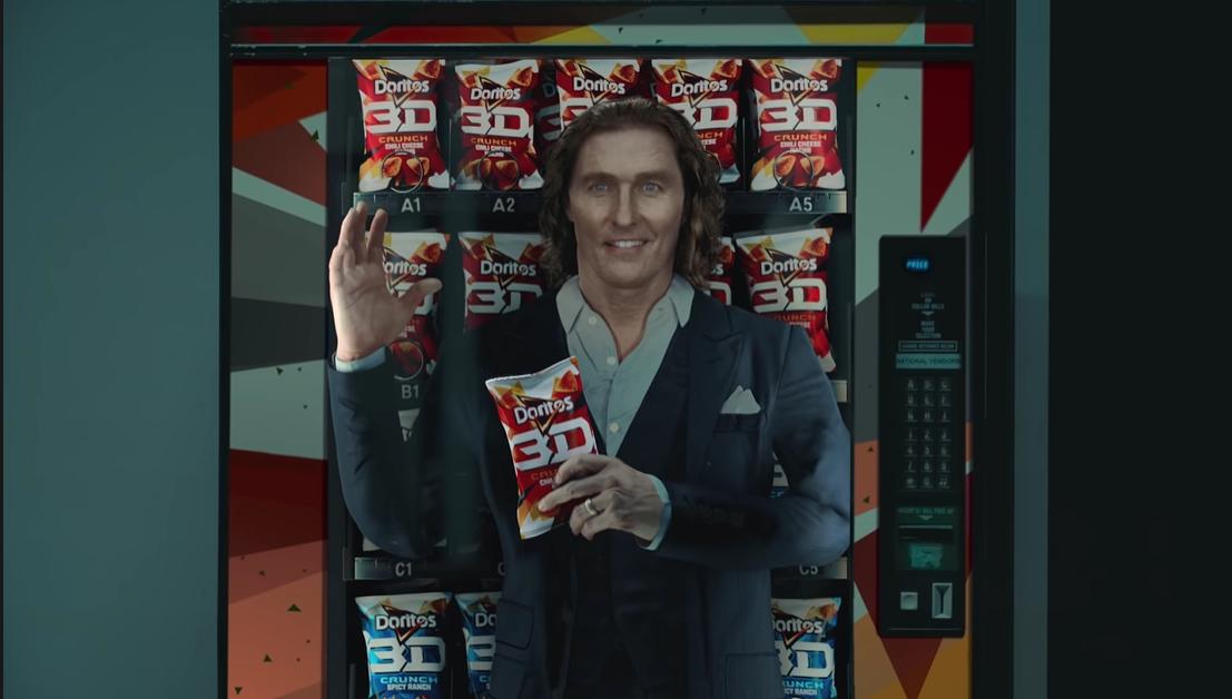 "Super Bowl 2021 - Matthew McConaughey jako ""Flat Matthew"" i David Fincher za kamerą reklamy piwa"