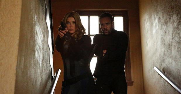 """""""Agenci T.A.R.C.Z.Y."""" – nowe informacje o potencjalnym spin-offie. Adrianne Palicki i Nick Blood w rolach głównych!"""