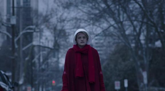 Jak zmieni się June w 2. sezonie Opowieści podręcznej? Elisabeth Moss o swojej postaci