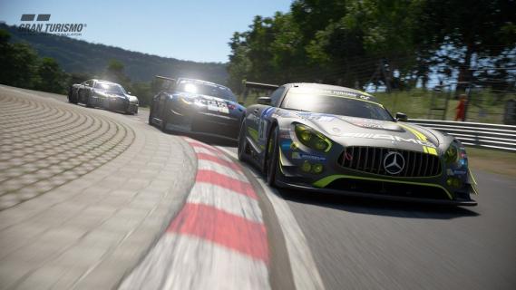 Gran Turismo Sport sprzedaje się lepiej od konkurencyjnej Forza Motorsport 7