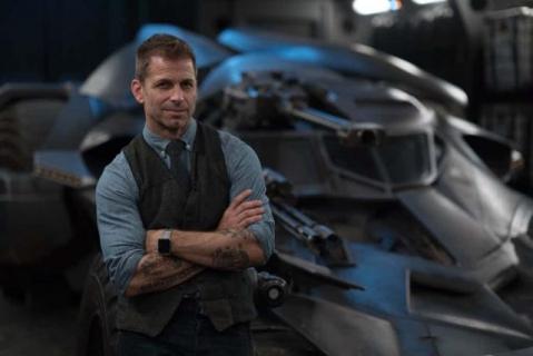 Zack Snyder uwielbia Avengers, ale ma pewną radę dla widzów