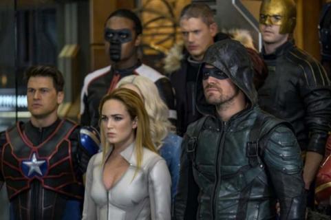 Flash spotkał córkę? Crisis on Earth-X – lista easter eggów z crossoveru
