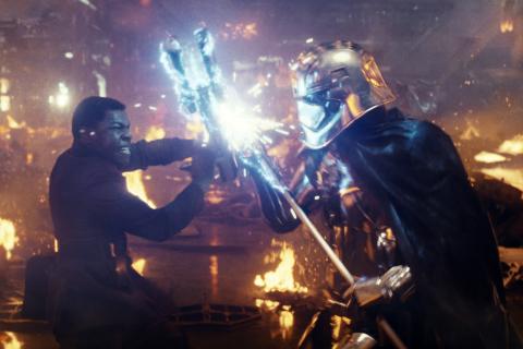 Ostatni Jedi – John Boyega był zawiedziony krótką walką Finna. Andy Serkis o historii Snoke'a