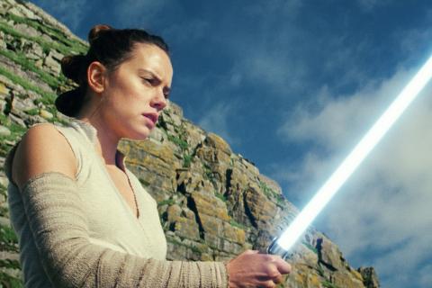 Gwiezdne Wojny – zniszczony miecz Rey może powrócić w nowym filmie