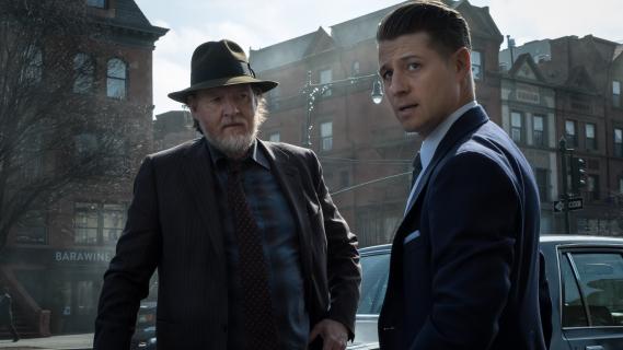 Gotham – bohaterowie i złoczyńcy na plakatach promujących 5. sezon