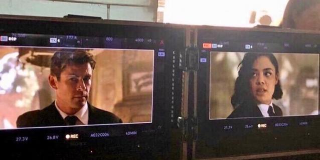 Faceci w czerni – Hemsworth i Thompson na nowym zdjęciu z planu