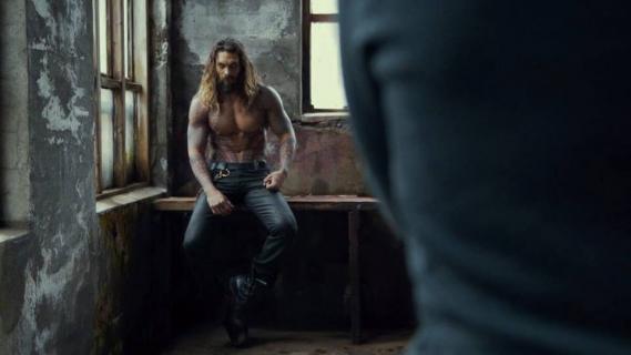 Aquaman – główny bohater, Orm i reszta morskiej ferajny na okładce promującej film