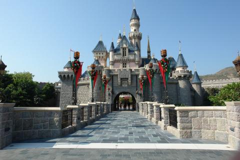 W Disneylandzie zatrudnią roboty-kaskaderów
