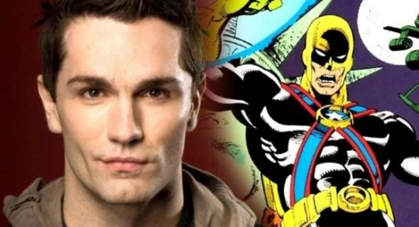 W Tajemnicach Smallville zagrał Doomsdaya, a teraz powalczy z Supergirl