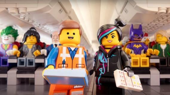 LEGO Batman chce, byś był bezpieczny w czasie lotu – zobacz wideo