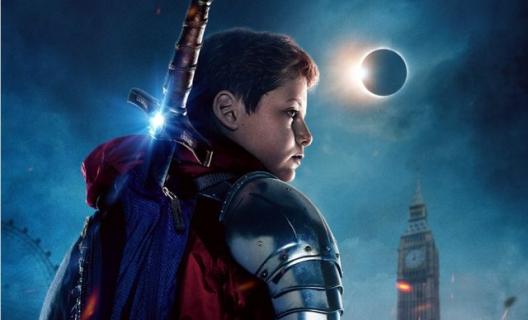 Dzieciak, który został królem – zwiastun filmu fantasy. Excalibur, walka i demony