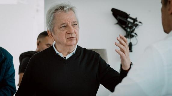 Juliusz Machulski za kamerą kryminalnego serialu komediowego dla Canal+