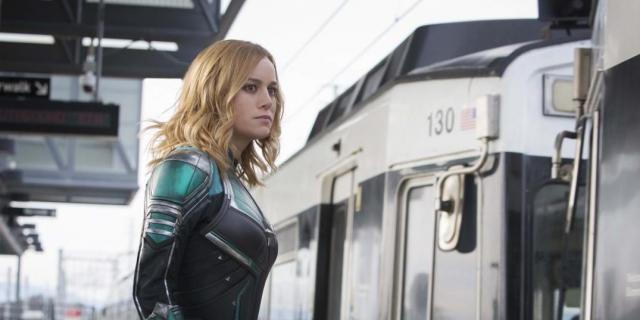 Kapitan Marvel – bohaterka i Nick Fury na okładce. Nowe zdjęcia z filmu