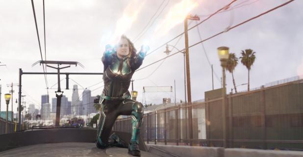 Kapitan Marvel – bohaterka MCU w walce na pociągu. Zobacz fragment filmu