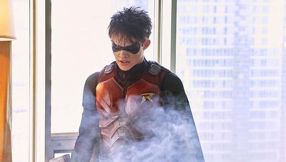 Titans – aktor grający Jasona Todda w stałej obsadzie serialu
