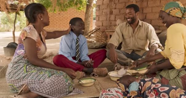 The Boy Who Harnessed the Wind – zwiastun filmu w reżyserii Chiwetela Ejiofora