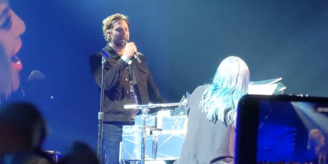 Lady Gaga i Bradley Cooper zaśpiewali podczas koncertu. Zobacz wideo