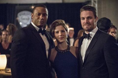 Digg oburzył Felicity. Arrow i Black Lightning – zwiastuny kolejnych odcinków