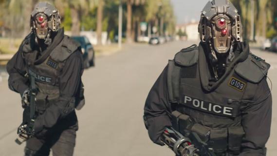 Code 8 – fragment filmu sci-fi braci Amellów. Robot i supermoce