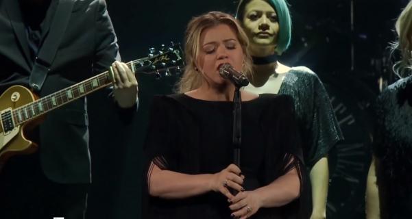 Shallow – Kelly Clarkson śpiewa piosenkę z filmu Narodziny gwiazdy