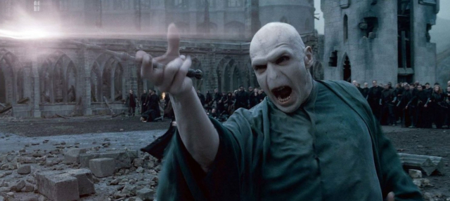 Fantastyczne zwierzęta – Voldemort w nowych filmach? Ralph Fiennes byłby zainteresowany