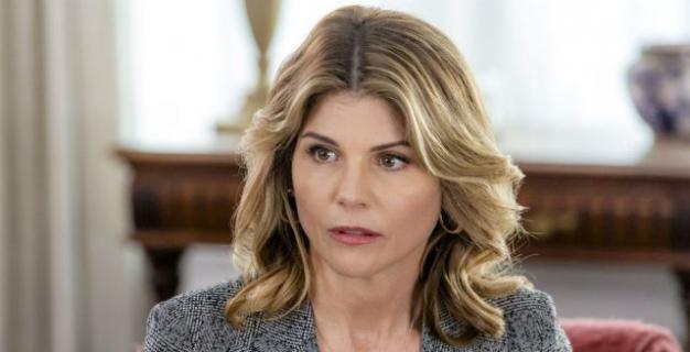 Lori Loughlin zwolniona przez Hallmark po skandalu w USA. Co z Pełniejszą chatą?
