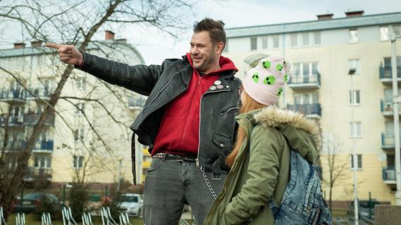 Córka Karolaka zagra w serialu. Nastoletnia Lena rusza w ślady ojca