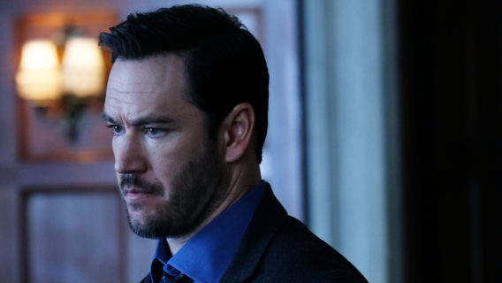 Mark-Paul Gosselaar w Mixed-ish. Spin-off Czarno to widzę
