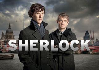 Benedict Cumberbatch i Martin Freeman w Sherlocku.