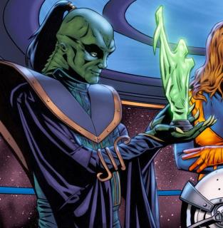 Można dostrzec zieloną rzeźbę Tańczącej Bogini. Po raz pierwszy pojawiła się ona w starych komiksach Marvela i między innymi należała do Xizora. Rzeźba została zniszczona w walce z Qi'rą