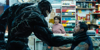 """Venom nieprzypadkowo chce, by Eddie w sklepie kupił """"krokieciki i czekoladki"""" - jak dowiadujemy się z komiksów, symbionty do przeżycia muszą przyswajać fenyloetyloaminę, substancję chemiczną, która zawarta jest zarówno w ludzkich mózgach, jak i w czekoladzie"""