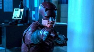 W komiksach Bullseye również chodził w kostiumie Daredevila na zlecenie Wilsona Fiska; w jednej z serii pozostawał w nowym stroju tak długo, że uwierzył, iż faktycznie jest Diabłem Stróżem