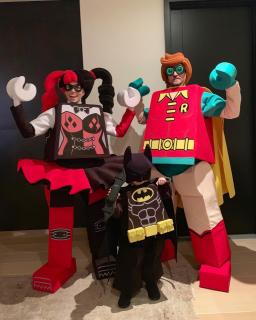 Justin Timberlake, Jessica Biel i ich syn jako postacie z LEGO Batman: Film