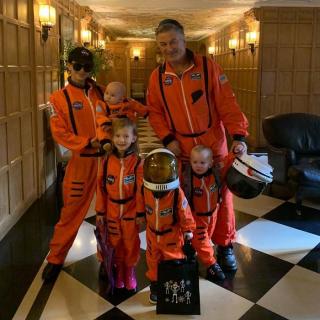 Alec i Hilaria Baldwinowie jako astronauci NASA