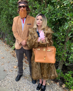 """Sarah Michelle Gellar i Freddie Prinze Jr. jako postacie z filmu """"Genialny klan"""""""