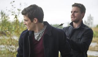 Tym razem to Barry strzela Oliverowi w plecy - ten motyw wykorzystano już wtedy, gdy obaj testowali nawzajem swoje moce
