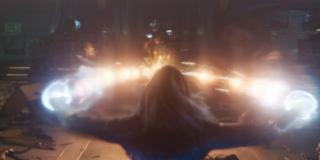 To z kolei pierwsze ujęcie pokazujące nam ostateczną moc Kapitan Marvel; warto zwróćić uwagę, że walczy tu ona najprawdopodobniej z kolejnej z komnat Kree