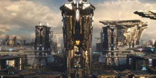 Zwiastun pokazuje nam jeszcze więcej ujęć ze stolicą Imperium Kree, Halą - wydaje się jednak, że to miasto i ważny kosmiczny port będzie nam pokazanie nie tylko w formie retrospekcji