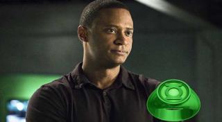 Wszystko wskazuje na to, że na Ziemi-90 to John Diggle jest Zieloną Latarnią - wyraźnie sugeruje to Barry Allen, który pozwala sobie na uwagę o braku pierścienia
