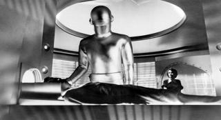 """Ralph używa zwrotu """"klaatu barada nikto"""" - pojawił się on w filmie Dzień, w którym zatrzymała się Ziemia z 1951 roku"""