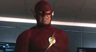W prologu do crossoveru pojawia się John Wesley Shipp jako Barry Allen - przypomnijmy, że aktor portretował już Flasha w serialu z początku lat 90.