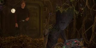 Strażnicy Galaktyki vol. 2 - scena #3; nastoletni Groot i strofujący go Star-Lord