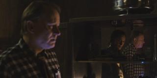 Thor - Nick Fury pokazuje Erikowi Selvigowi Tesseract; umysł Selviga jest kontrolowany przez Lokiego