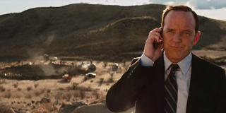 Iron Man 2 - agent Coulson odkrywa młot Thora na pustyni w Nowym Meksyku