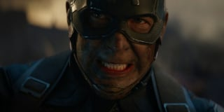 Kapitan Ameryka w trakcie bitwy. Niektórzy fani przekonują, że bracia Russo zdecydowali się tu pokazać fragment sekwencji, w której Cap rzekomo miałby stracić życie. Wydaje się jednak, że jest to po prostu ta sama bitwa, w której bierze już udział widoczna wcześniej Nebula…